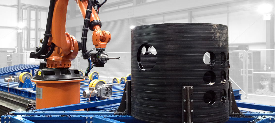 With the robot milling system for the automated processing of plastic pipes you not only save time but also demonstrably more than 50% of your costs.